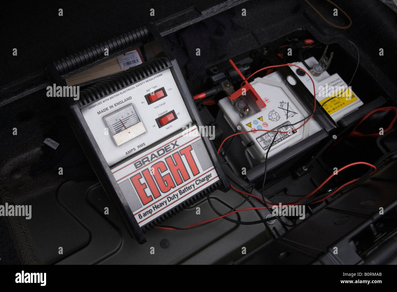 Car Battery Charger Charges A Flat 12v Car Battery In A