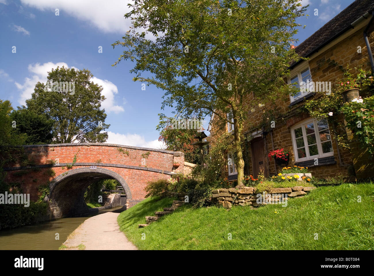 Doug Blane Cropredy bridge near the lock on the Oxford Canal Oxfordshire Stock Photo