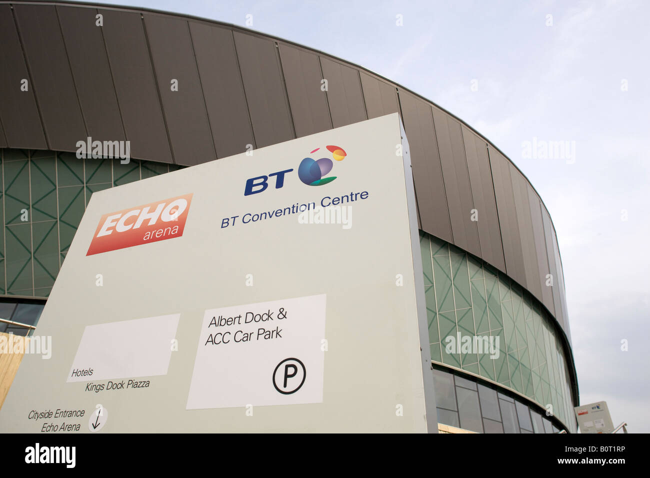 The Liverpool Echo Arena and BT conference centre in the Albert Dock area of Liverpool alongside the River Mersey - Stock Image
