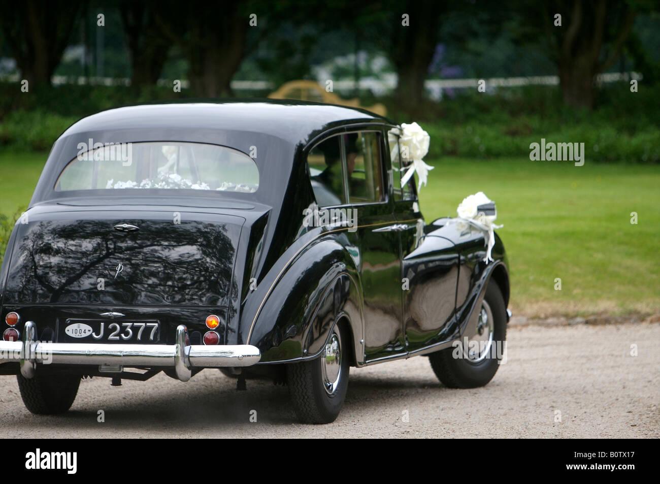 Vintage Wedding Car Stock Photos & Vintage Wedding Car Stock Images ...