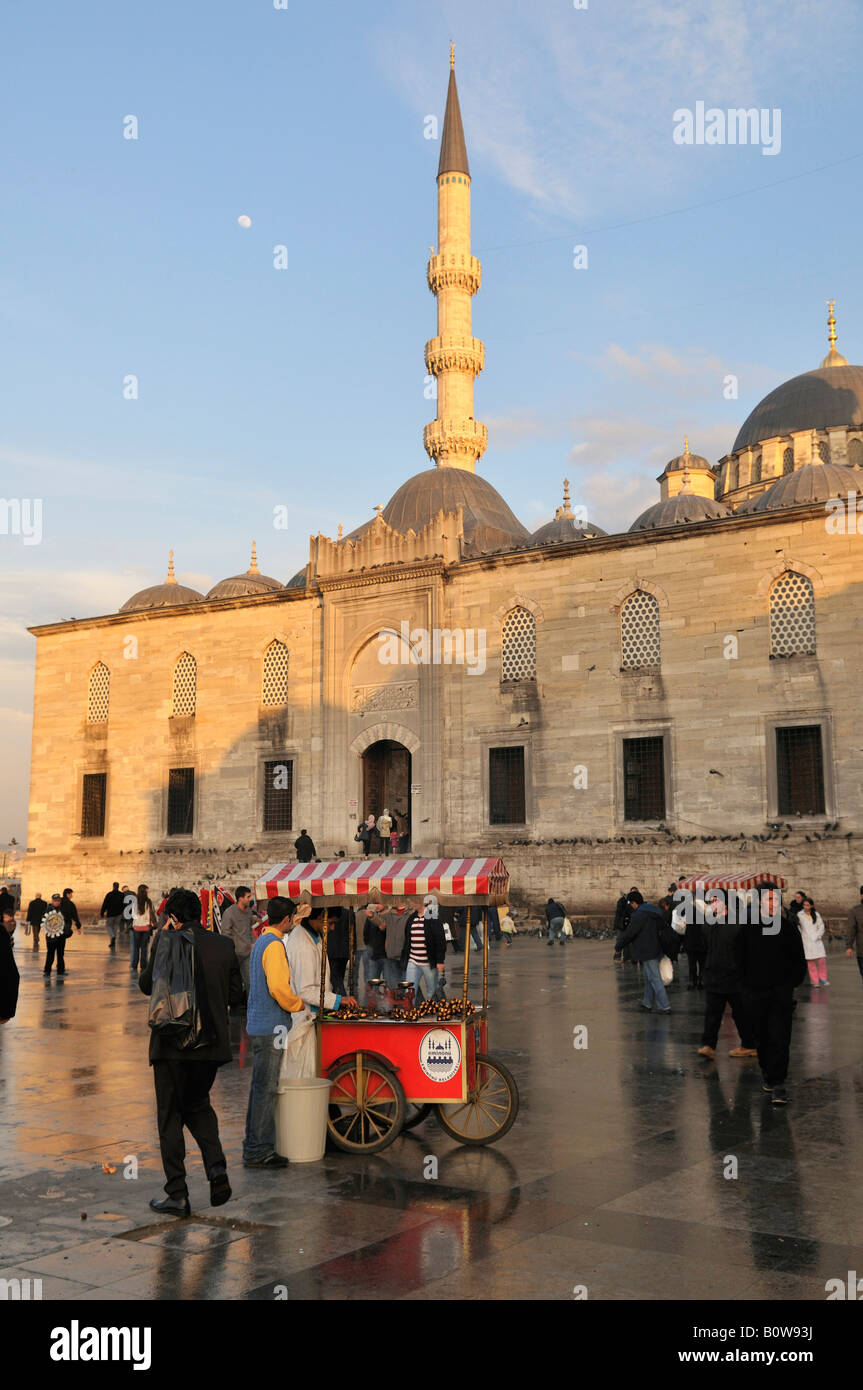Roast chestnut street vendors in front of the Yeralti Camii Mosque, Istanbul, Turkey - Stock Image