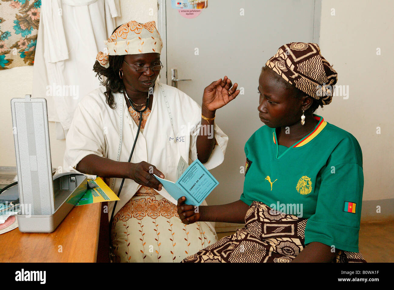 Female doctor examining a woman, prenatal testing, Garoua, Cameroon, Africa - Stock Image