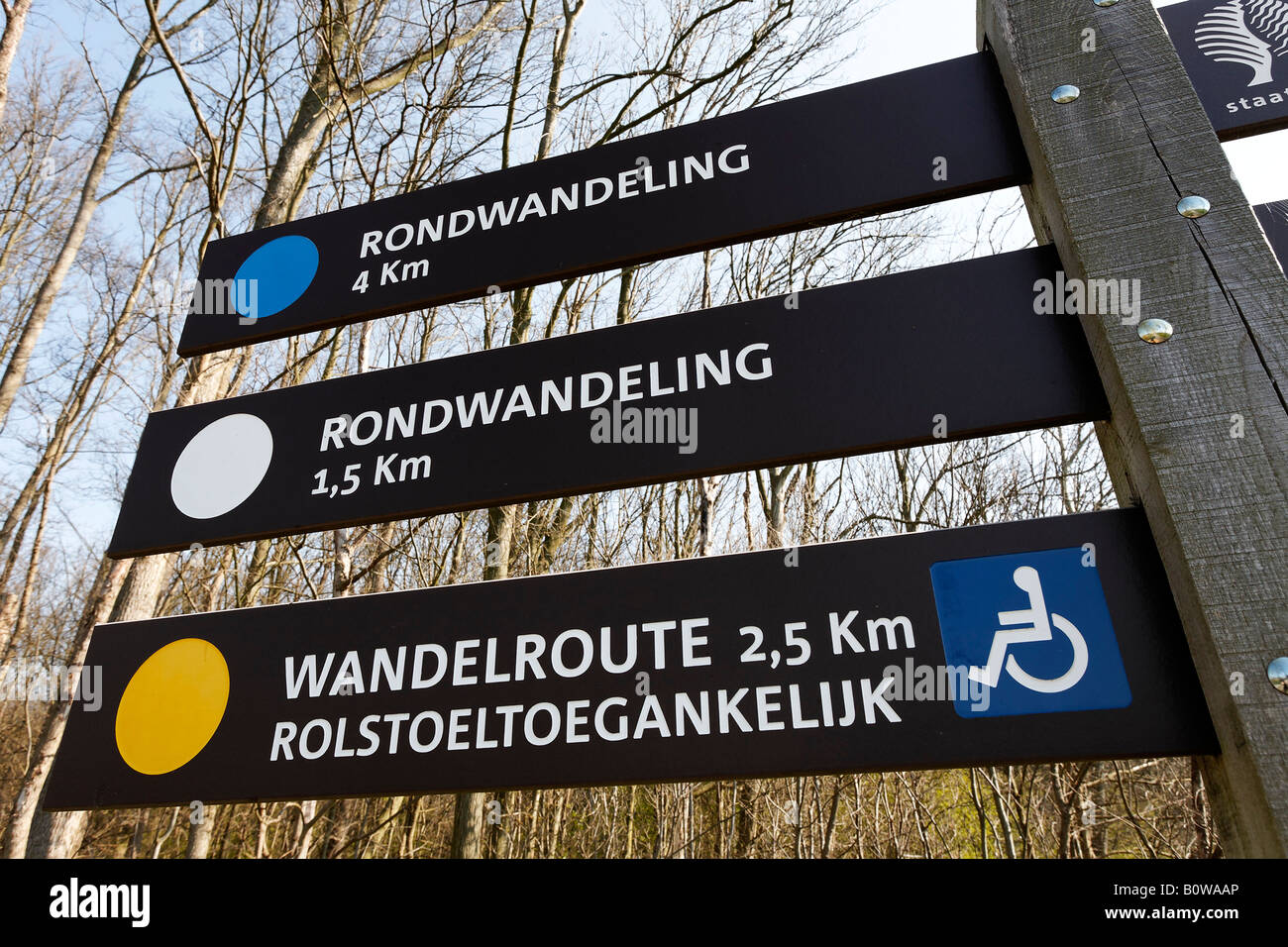 Walking routes signpost in Dutch, some suitable for wheelchairs, Westhove Palace near Domburg, Walcheren, Zeeland, - Stock Image
