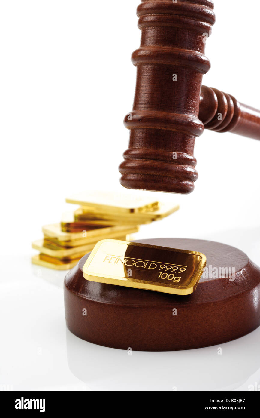 Auctioneer's hammer and gold bar - Stock Image
