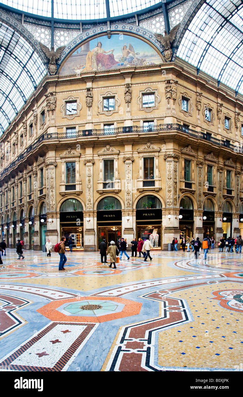 The galleria shopping centre milan city centre italy stock for Milan outlet shopping