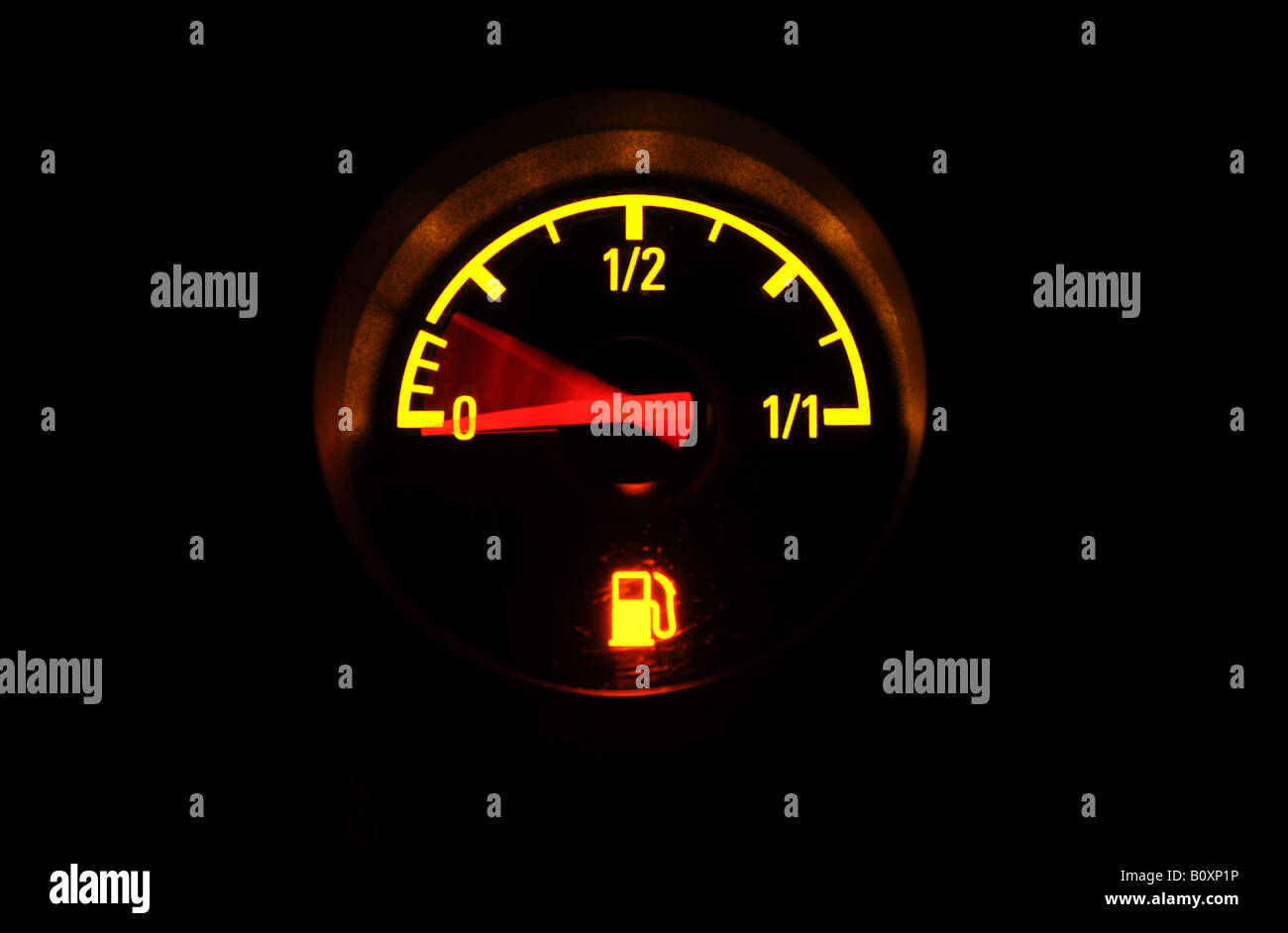 A BRITISH CAR FUEL GAUGE SHOWING LOW FUEL WITH RED WARNING LIGHTUK.  sc 1 st  Alamy & A BRITISH CAR FUEL GAUGE SHOWING LOW FUEL WITH RED WARNING LIGHTUK ...