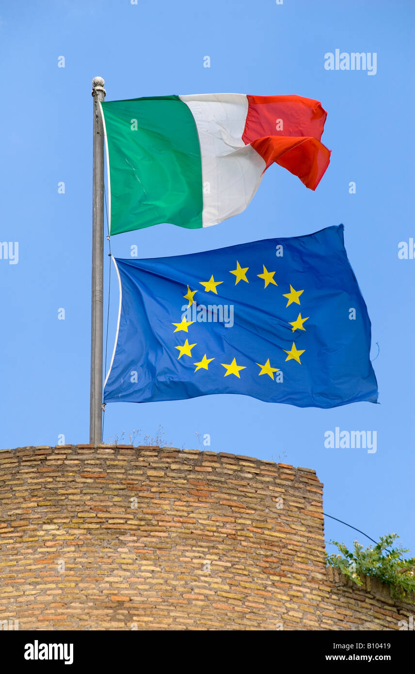 The Italian and European Union flag above Castel Sant'Angelo in Rome - Stock Image