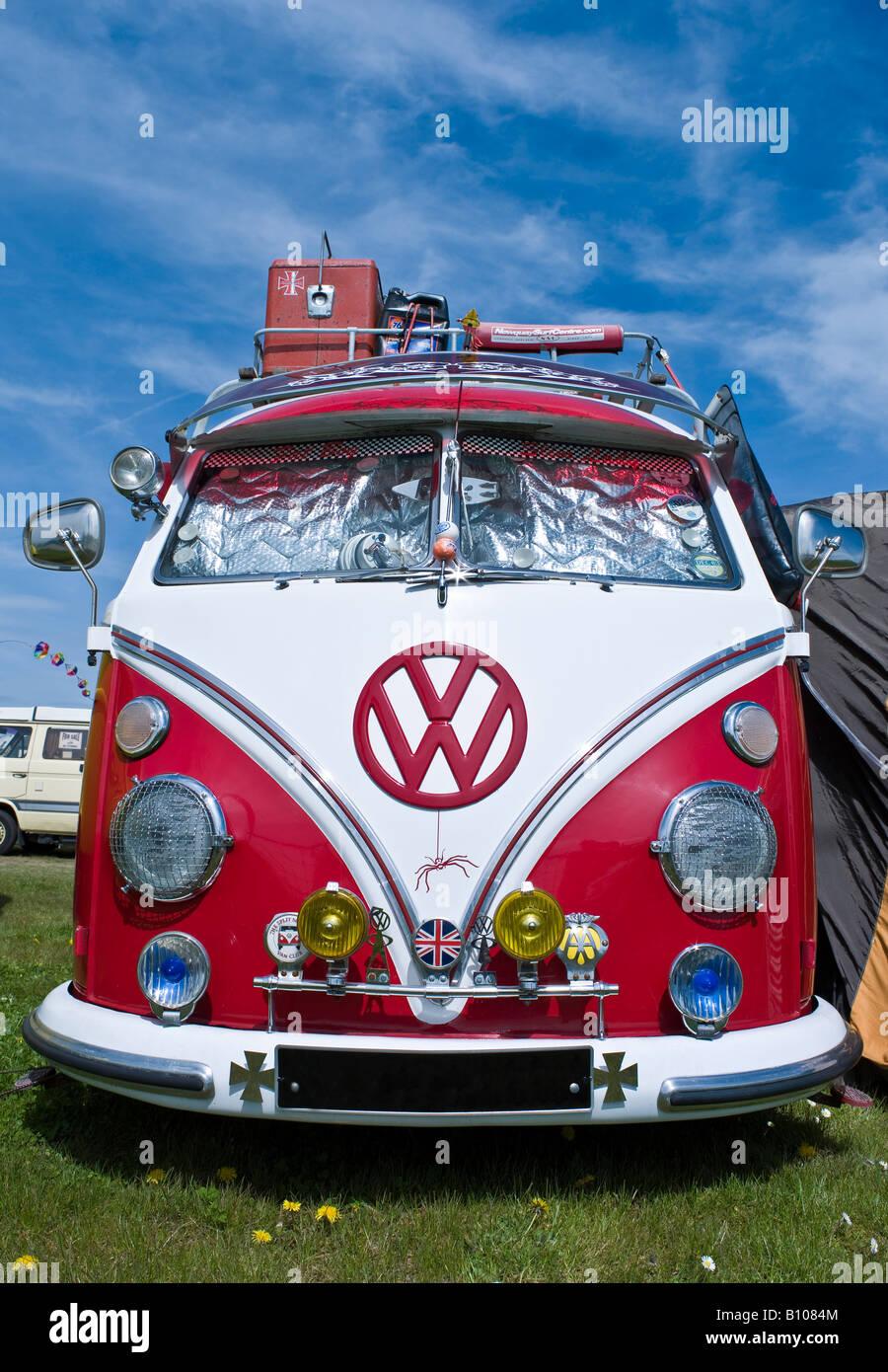 vw volkswagen split screen bus camper van variant bug beetle engine lowered modified red hippie hippy 1960s in a - Stock Image