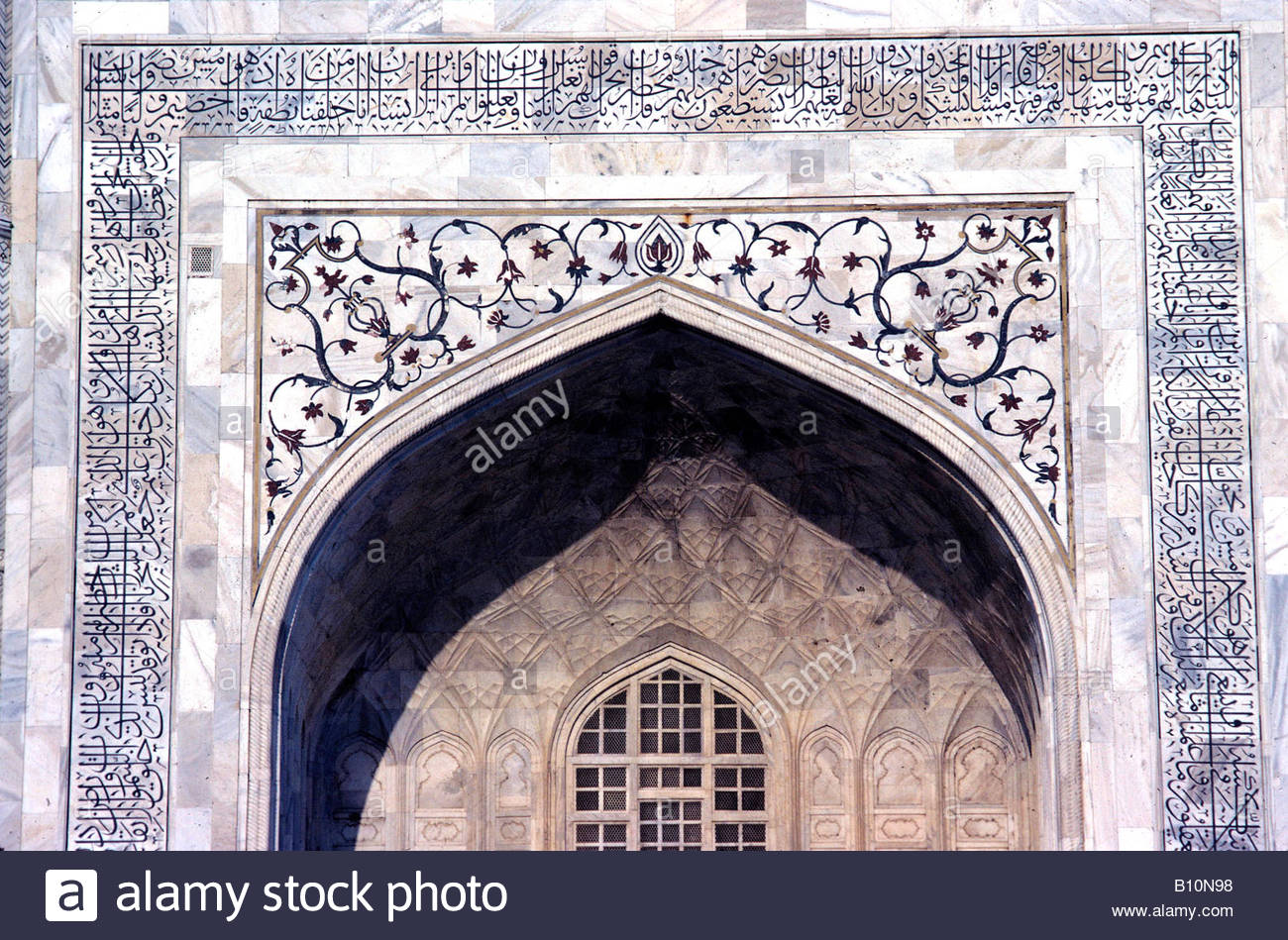 Taj Mahal Agra Shah Jahan period 1650 te Iwan showing decorative pattern dura in layl Copyright B Norman AAA Collection - Stock Image