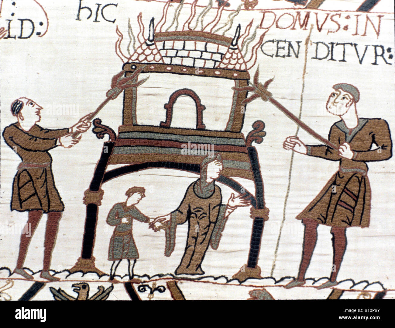 Bayeux Tapestry 1066 Normans burn a house in Hastings - Stock Image