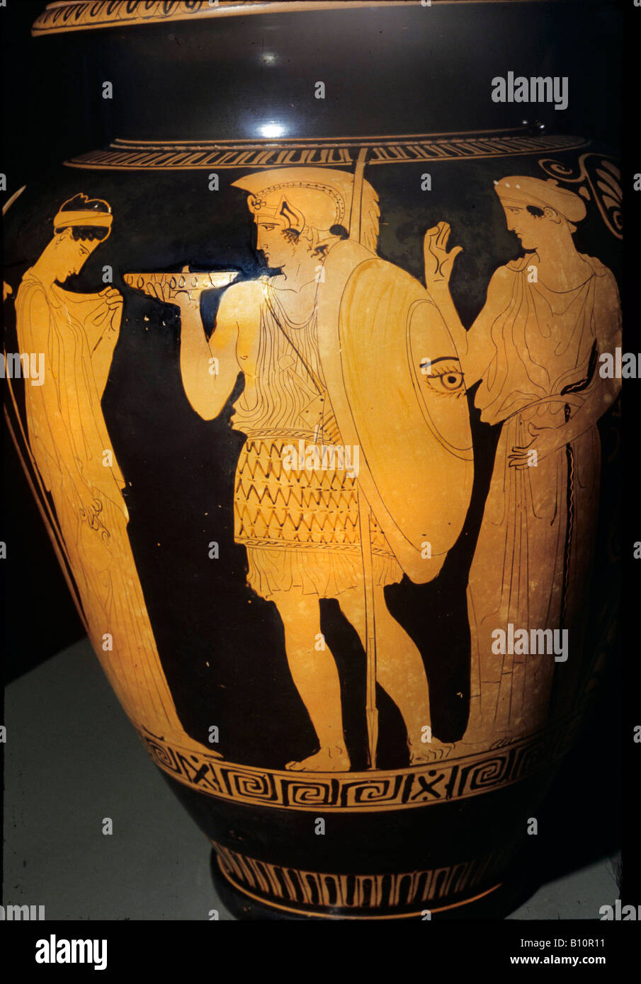 Warrior leaving home. Attic red-figure stamnos, 440–430 BC. From Vulci. - Stock Image