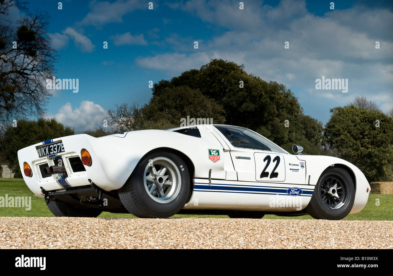 Ford Gt40 Vintage Classic Formula One F1 Racing Car In White In