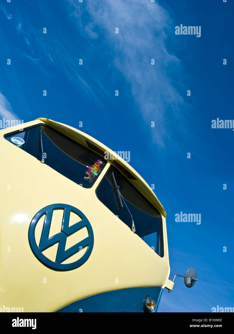 cream vw volkswagen split screen camper van bus lowered modified pimped lime hippie hippy 1960s 1950s aircooled - Stock Image