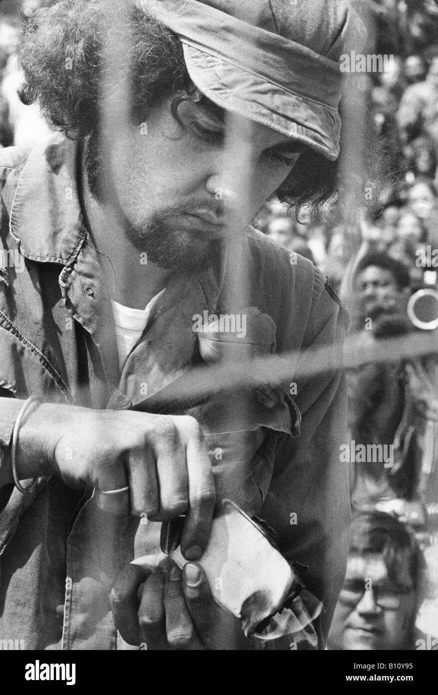 A Vietnam war veteran burning his discharge papers Washington D. C. - Stock Image