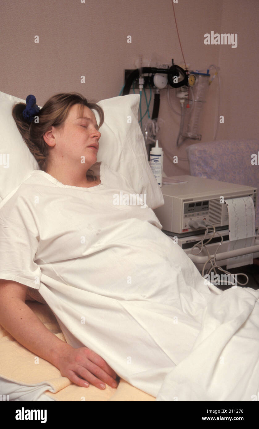 young woman in labour in hospital - Stock Image