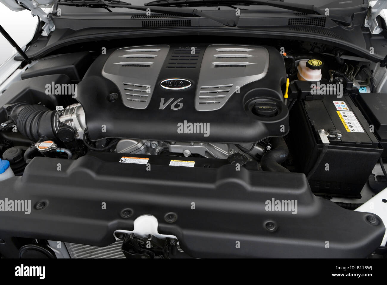 2008       Kia       Sorento    EX in White     Engine    Stock Photo