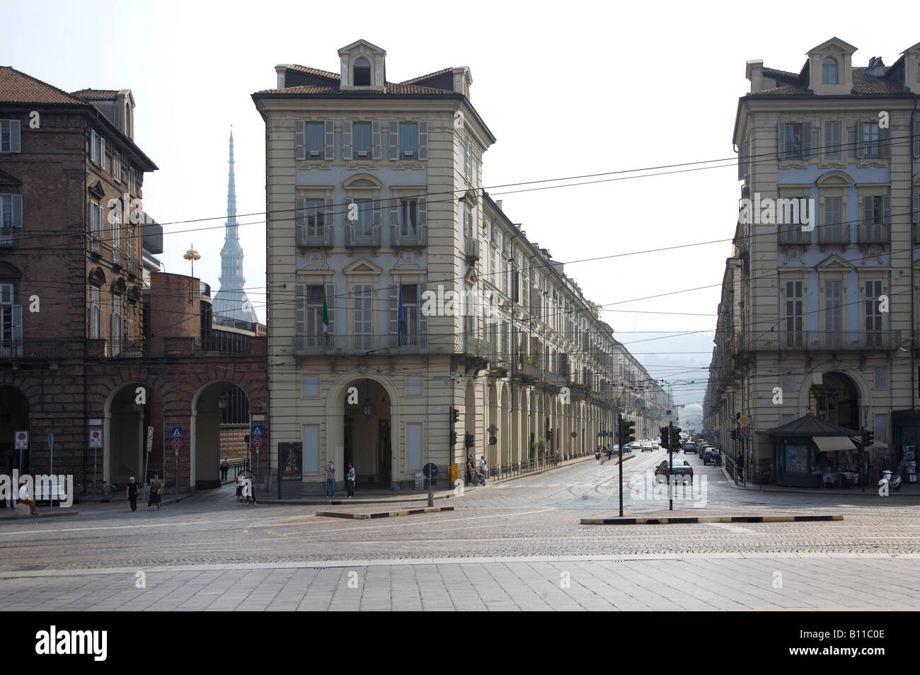 Turin, Via Po, links die Spitze der Mole Antonelliana - Stock Image