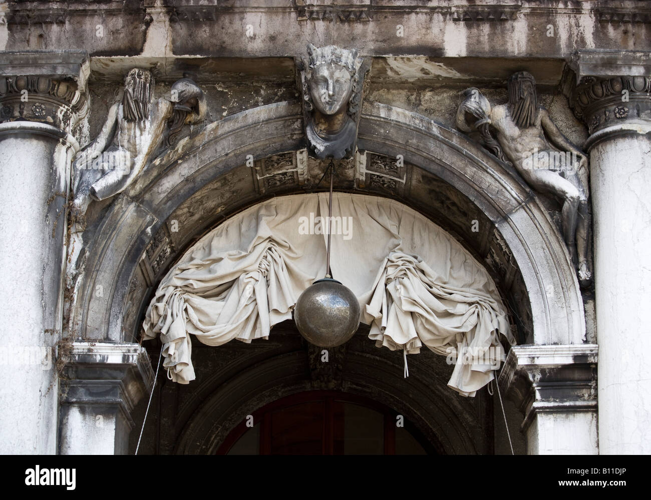 Venedig, Markusplatz (Piazza San Marco), Kolonnadenbogen - Stock Image