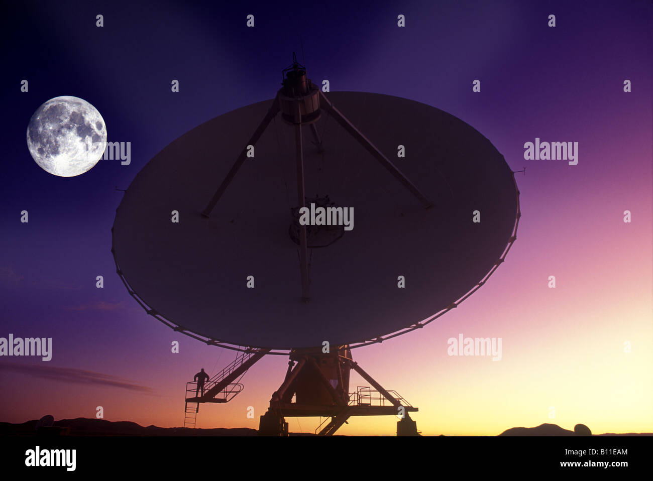 MAN STANDING ON SINGLE SATELLITE DISH JANSKY VLART RADIO TELESCOPE ARRAY PLAINS OF SAINT AUGUSTINE NEW MEXICO USA Stock Photo