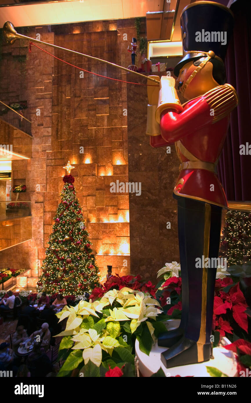 Tree Lights On University Avenue Are >> Christmas Tree Lights Atrium Trump Tower Shopping Mall Fifth Avenue