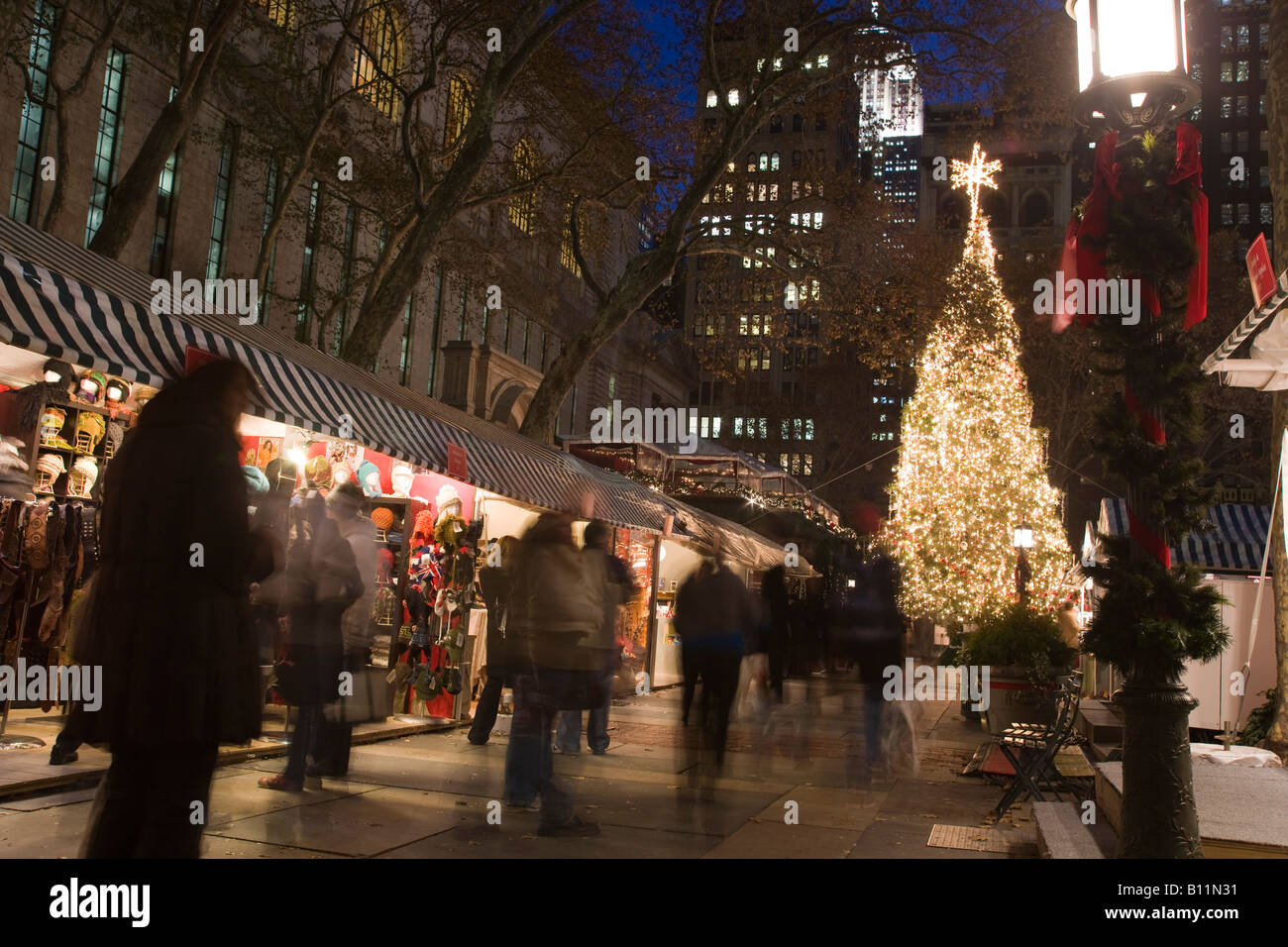 Christmas Market New York City.Christmas Tree Lights Bryant Park Christmas Market Manhattan