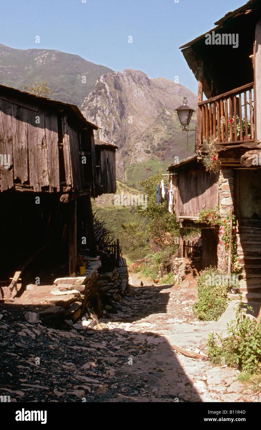 The village of Santiago de Penalba near Ponferrada, El Bierzo region of Leon Province, Northern Spain - Stock Image