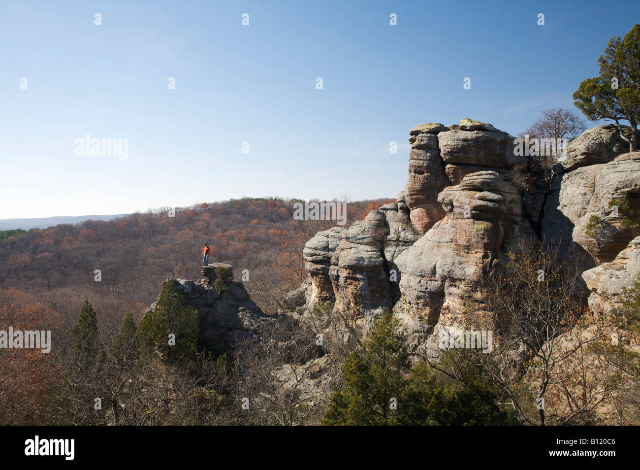 Garden of the Gods Wilderness Shawnee National Forest Illinois Hiker on rock outcrop - Stock Image