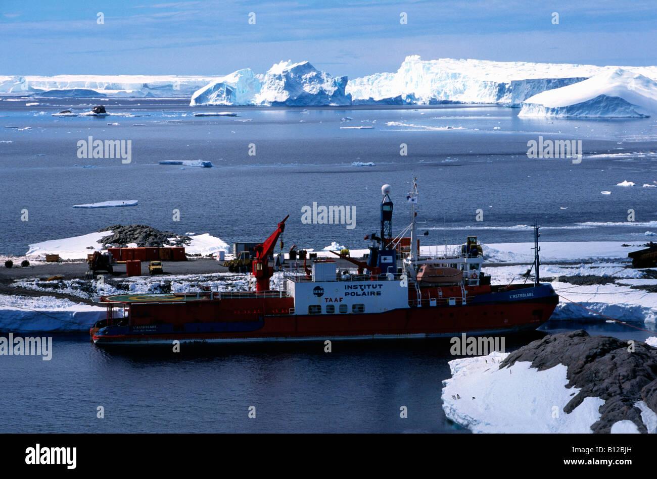 aerial view ,aerien,aerial,vue aerienne ,Antarctica Supply ship Astrolabe breaking through pack ice Antarctic Antarctica - Stock Image