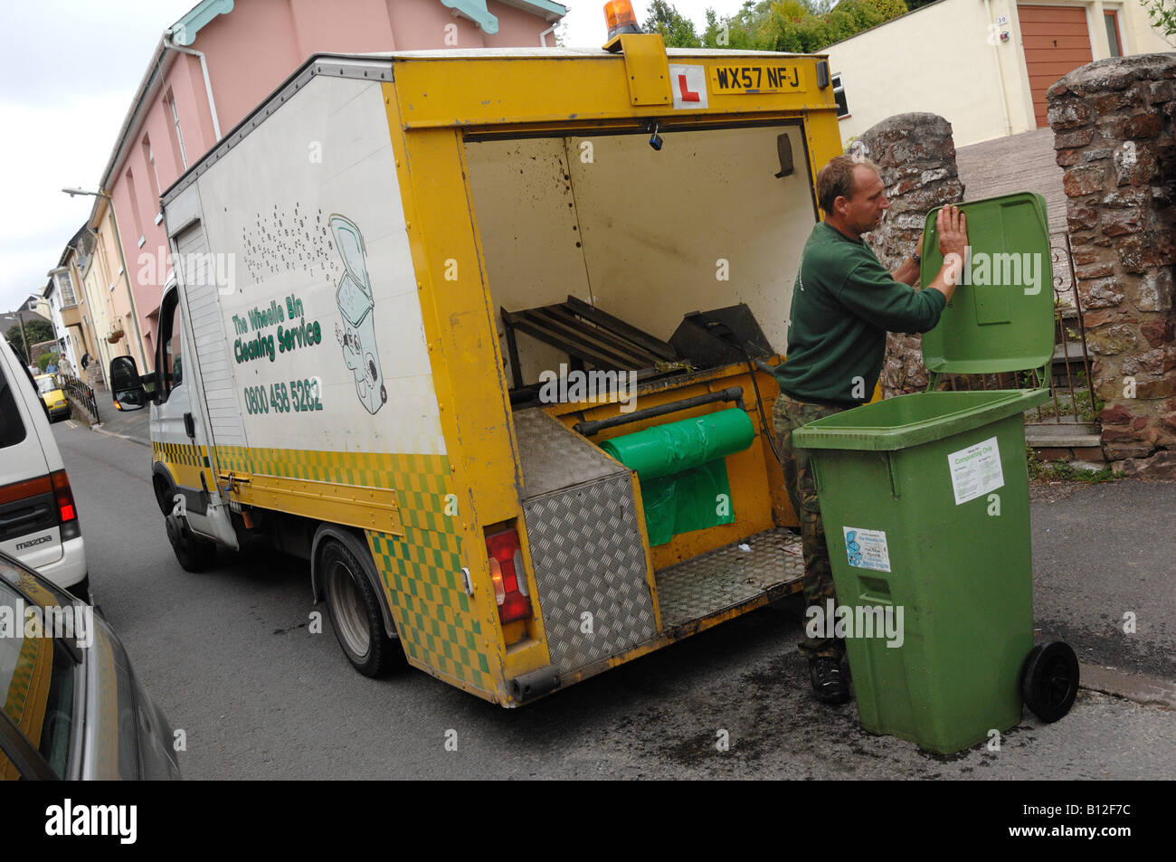 Wheelie Bin Cleaning >> Cleaning Wheelie Bins In Bishopsteignton Devon By The