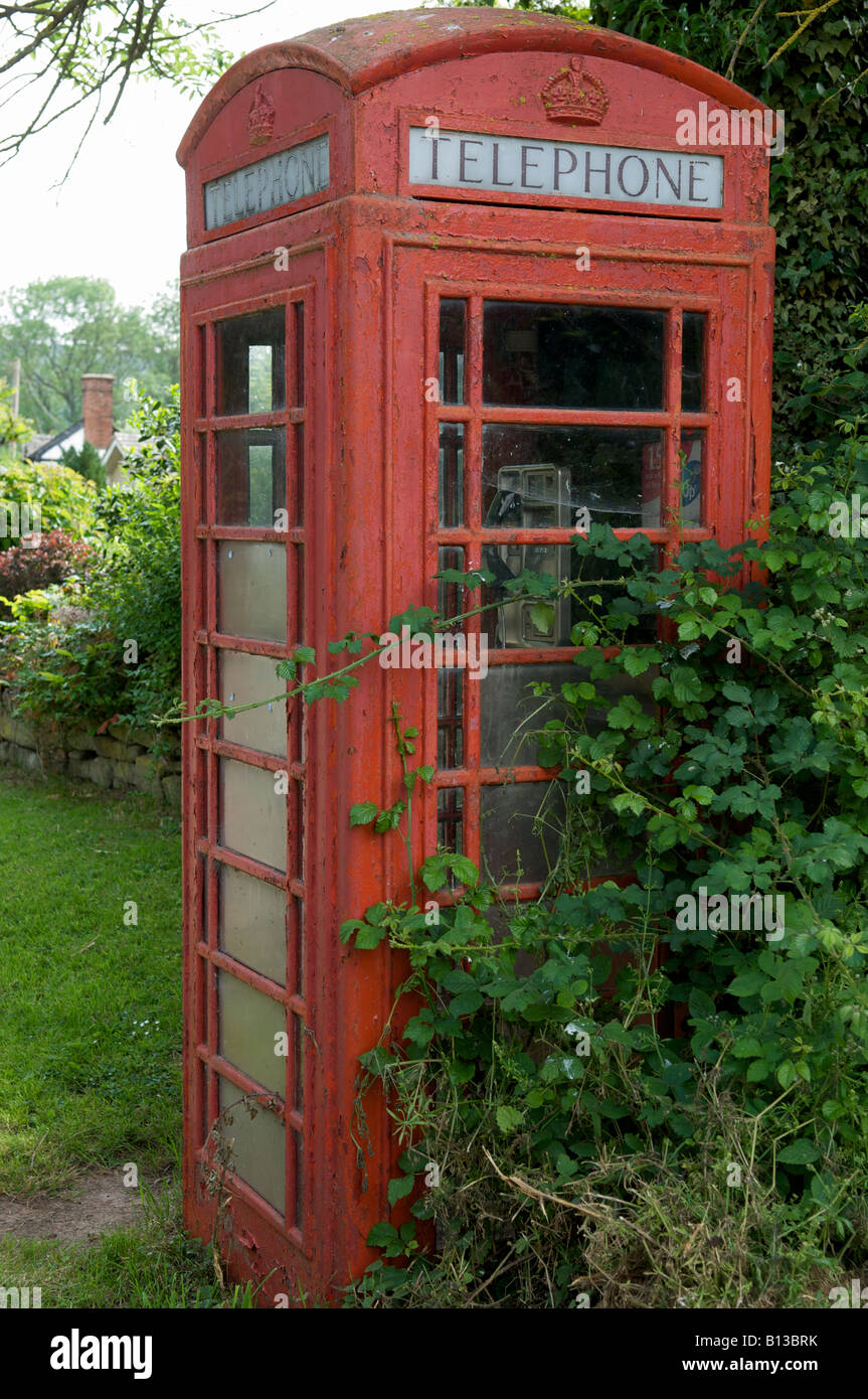 Red British K6 Telephone Kiosk in Herefordshire Countryside - Stock Image