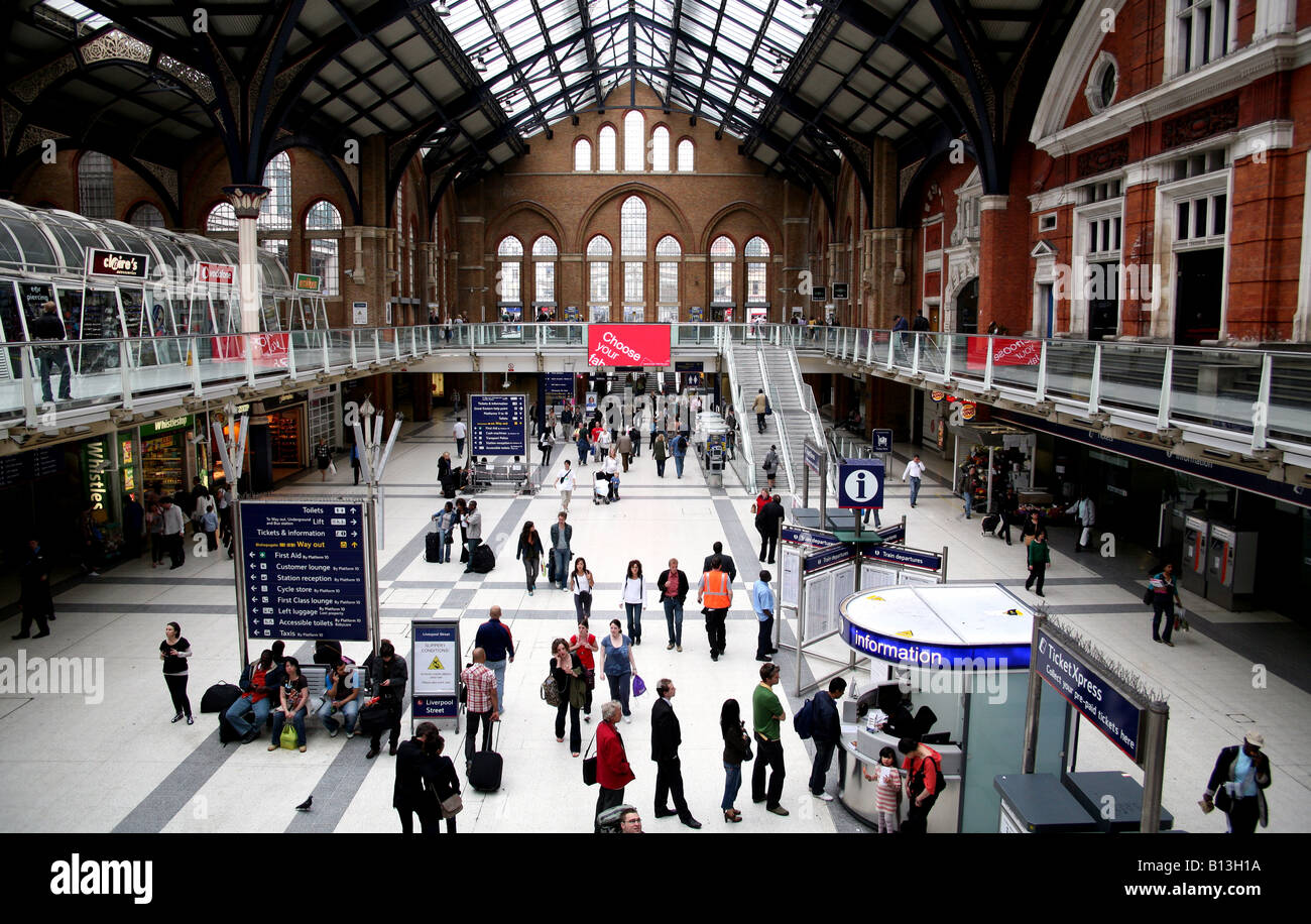 Concourse in Liverpool Street station London - Stock Image