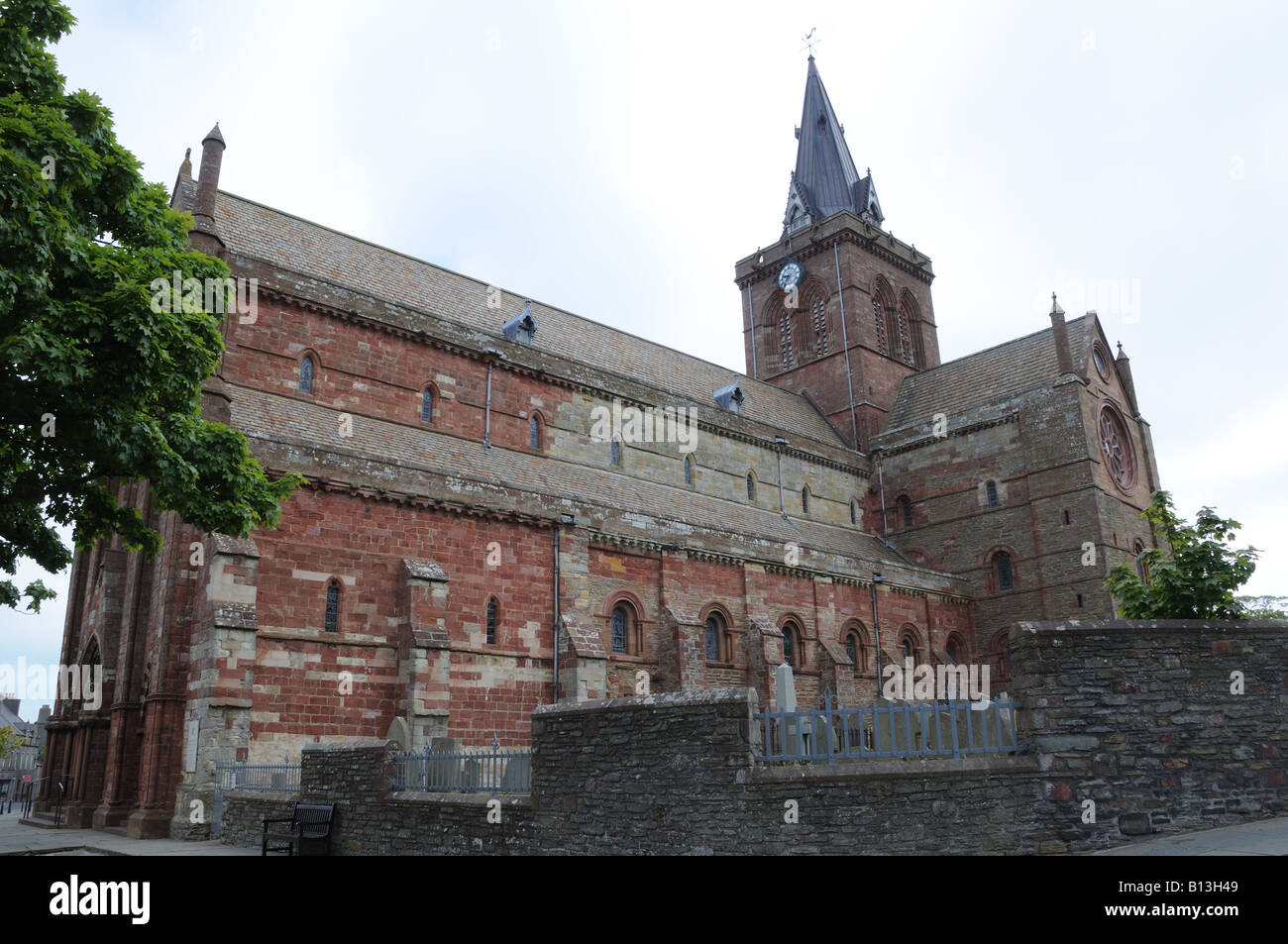 St. Magnus Cathedral in Kirkwall was begun in 1137 by the Norse Earl Rognvald. - Stock Image