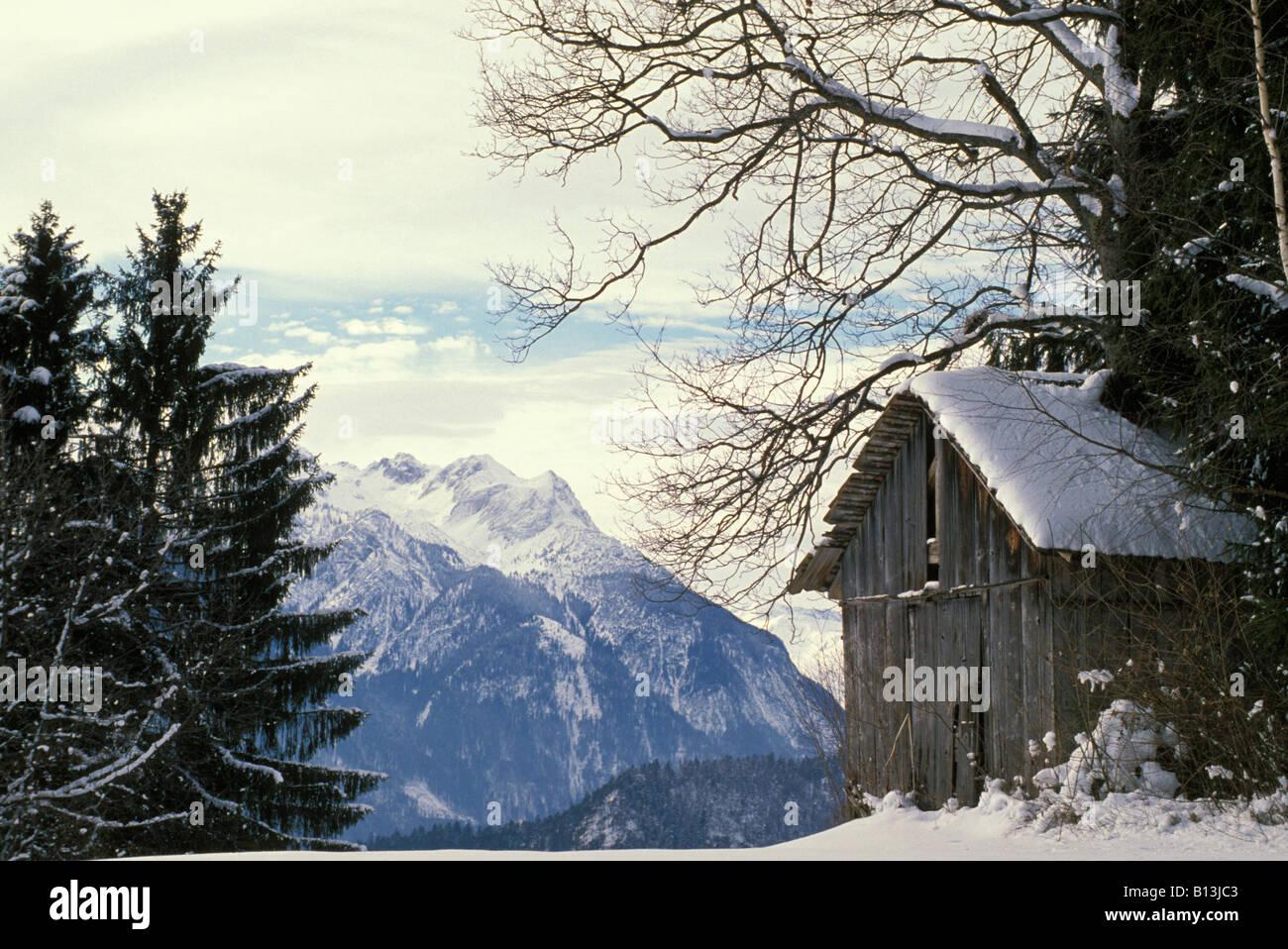 Grange ou le foin recolté en montagne est stoké pour passer l hiver alpes autriche barn or hay recolté - Stock Image
