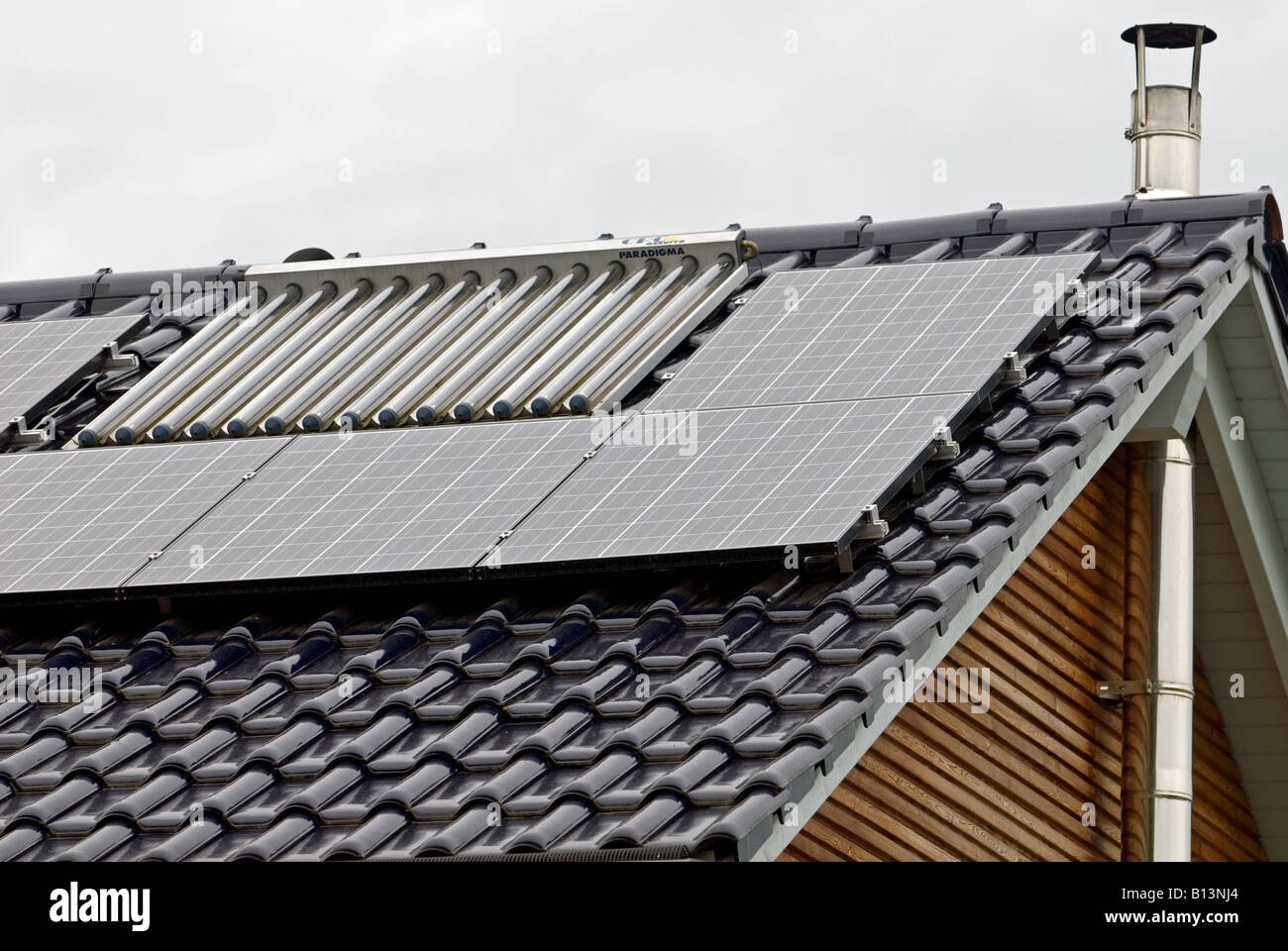 Newly built house with solar panels fitted to the roof, Bocklemund, Cologne, Germany. - Stock Image