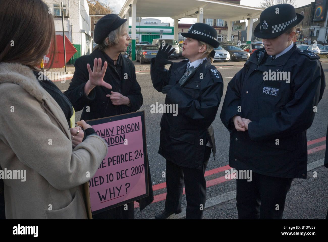 Woman police officer argues with Pauline Campbell at demonstration against custody deaths outside Holloway Prison, - Stock Image