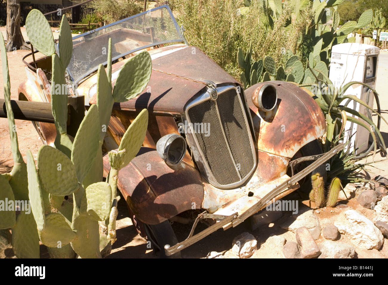 rusting car 'solitaire namibia' - Stock Image