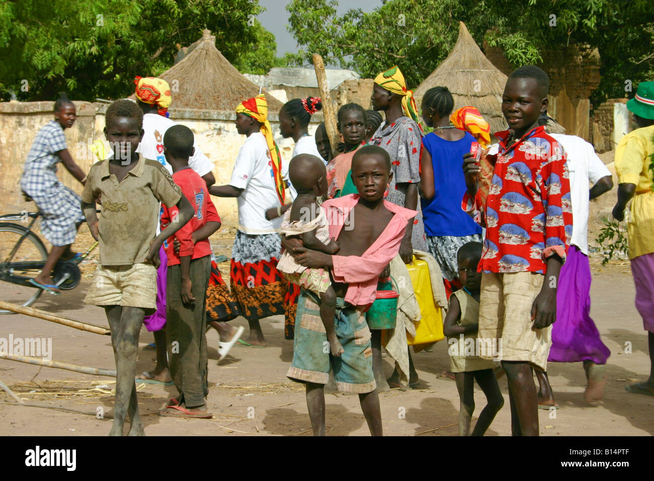 People in the market in Rumbek, South Sudan - Stock Image