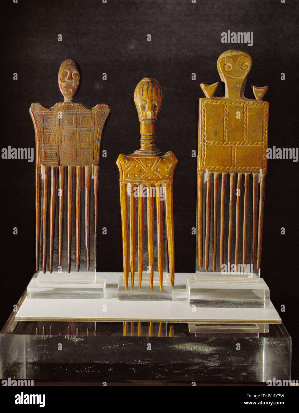 fine arts, Africa, combs, wood, left: Ashanti, right: Akan, Ivory Coast and Ghana, , Artist's Copyright has - Stock Image