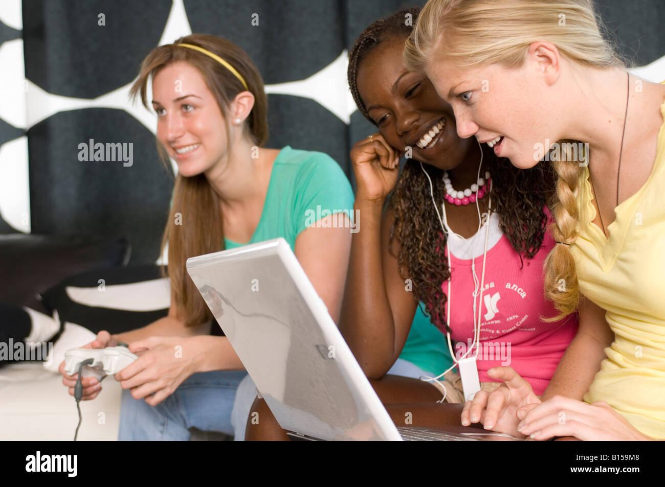 Meet teenage friends online