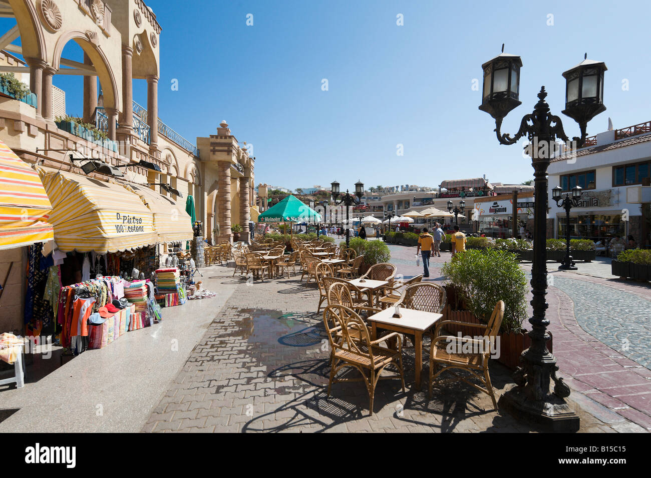 Shops & restaurant on 'King of Bahrein Street', Shopping District, Naama Bay, Sharm el-Sheikh, Red Sea - Stock Image