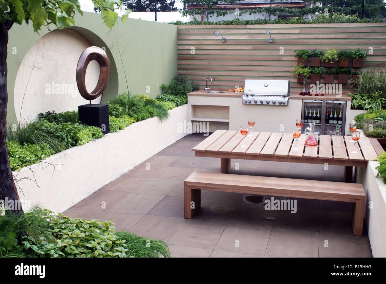 outdoor kitchen in Paul Martin Garden Bloom 2008 - Stock Image