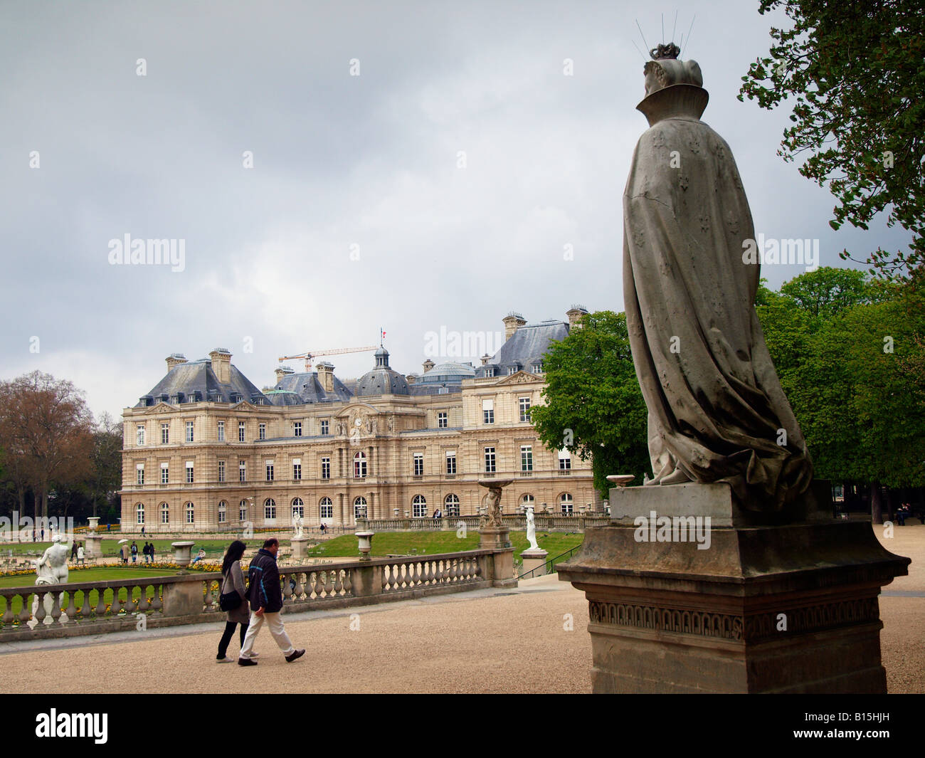 Couple walking in Jardin du Luxembourg park in Paris France - Stock Image