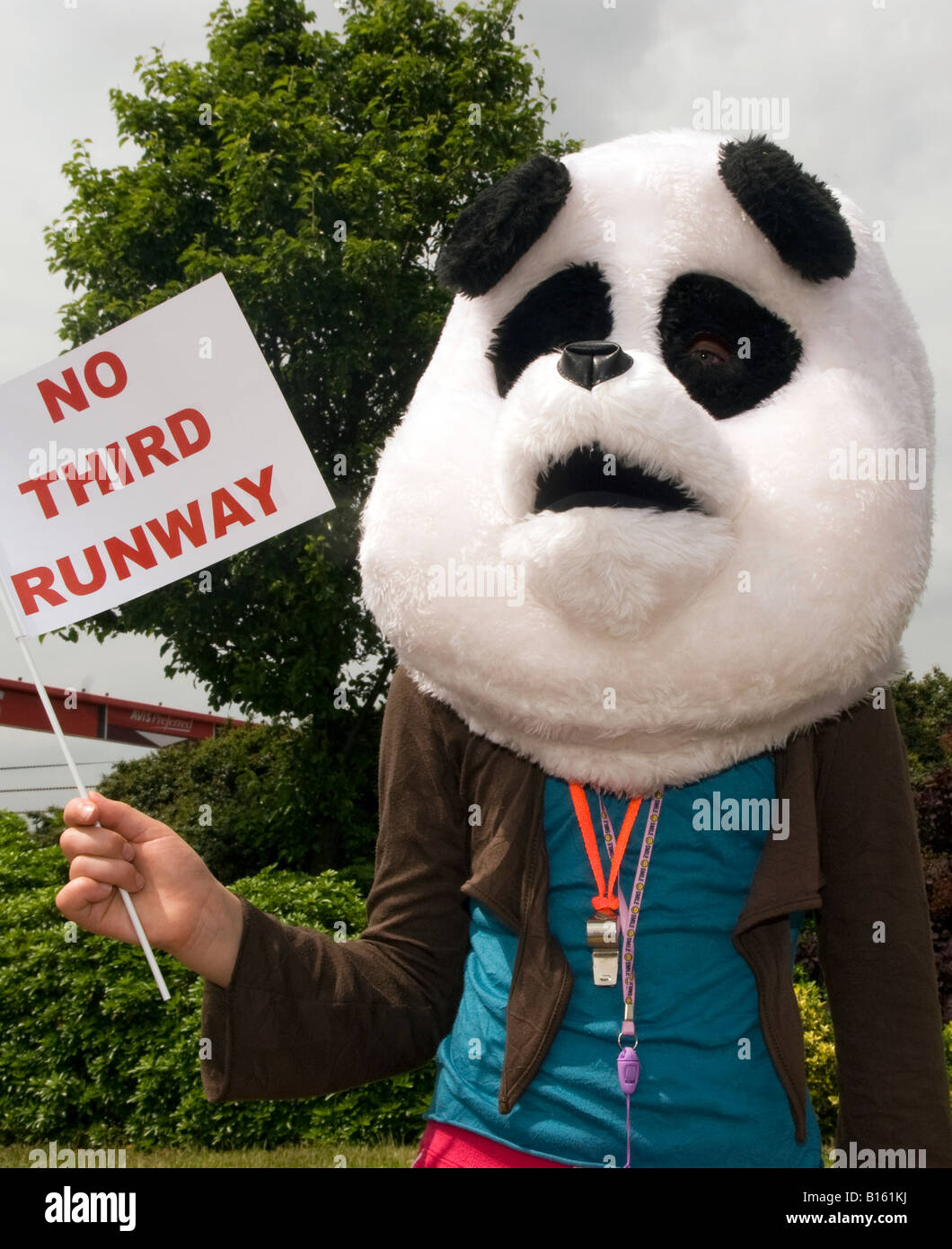 WWF demonstrating against no third runway at Heathrow airport, 30,05.2008 - Stock Image