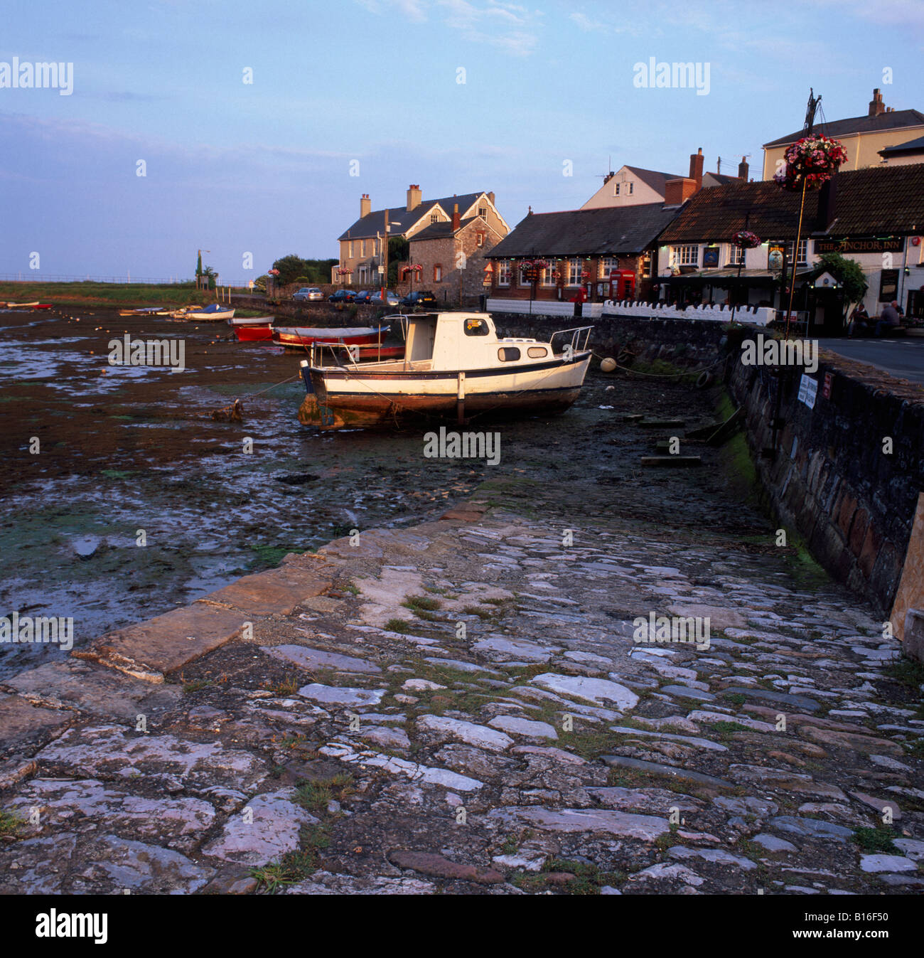 Boat in harbour at low tide, Cockwood, Devon, UK - Stock Image