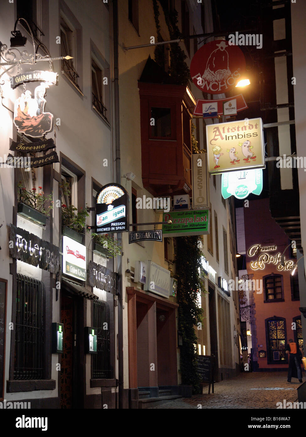 germany rhineland westphalia koln cologne old town street scene at night