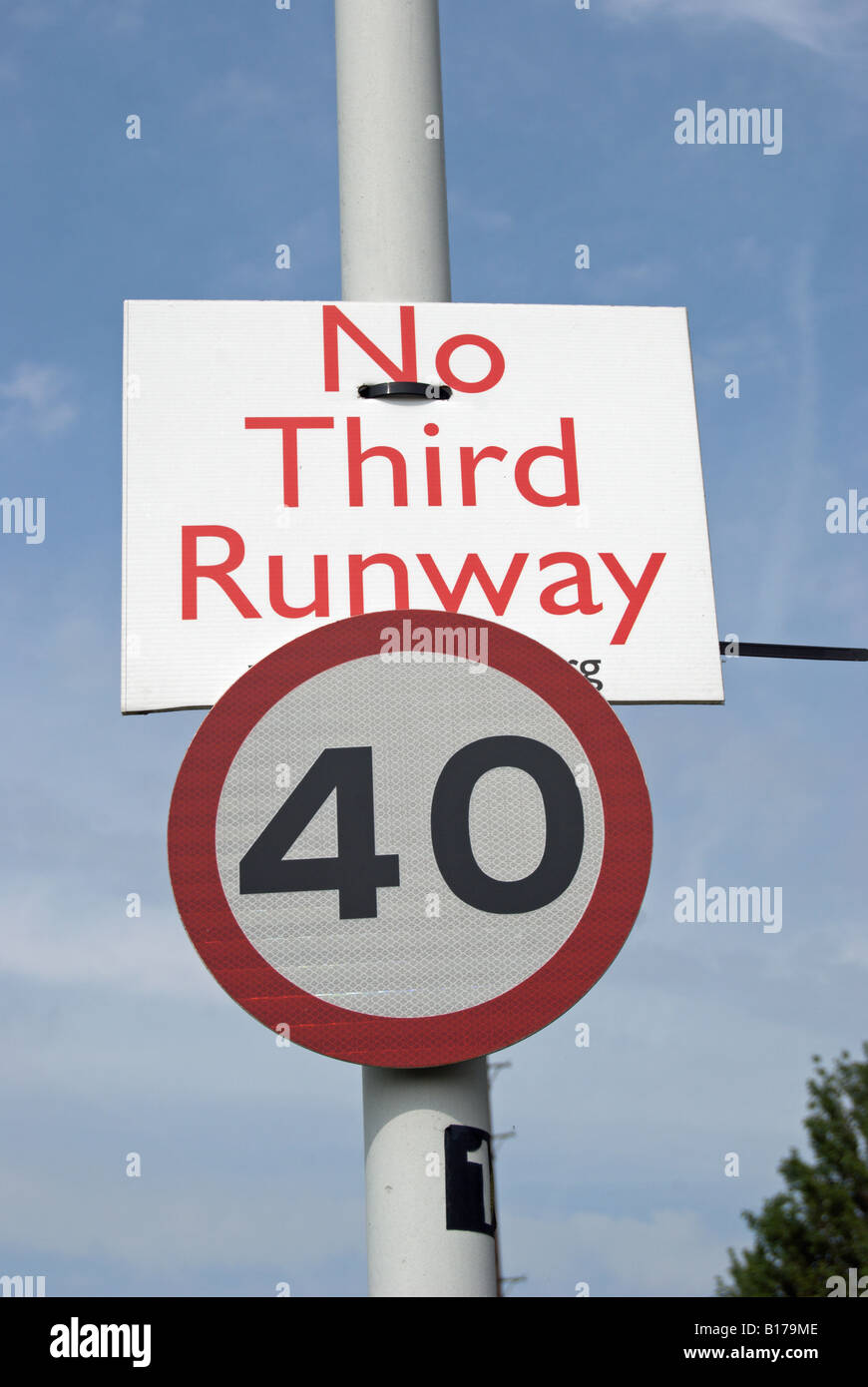 speed limit and no third runway signs near harlington and sipson, villages threatened  by the expansion of heathrow - Stock Image