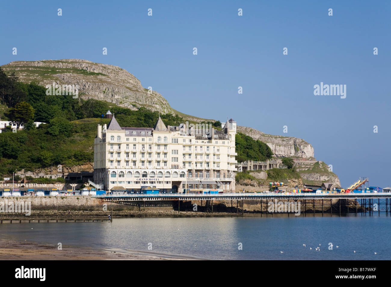 The Grand Hotel imposing Victorian building on seafront in tourist resort on Welsh coast in early summer. Llandudno - Stock Image