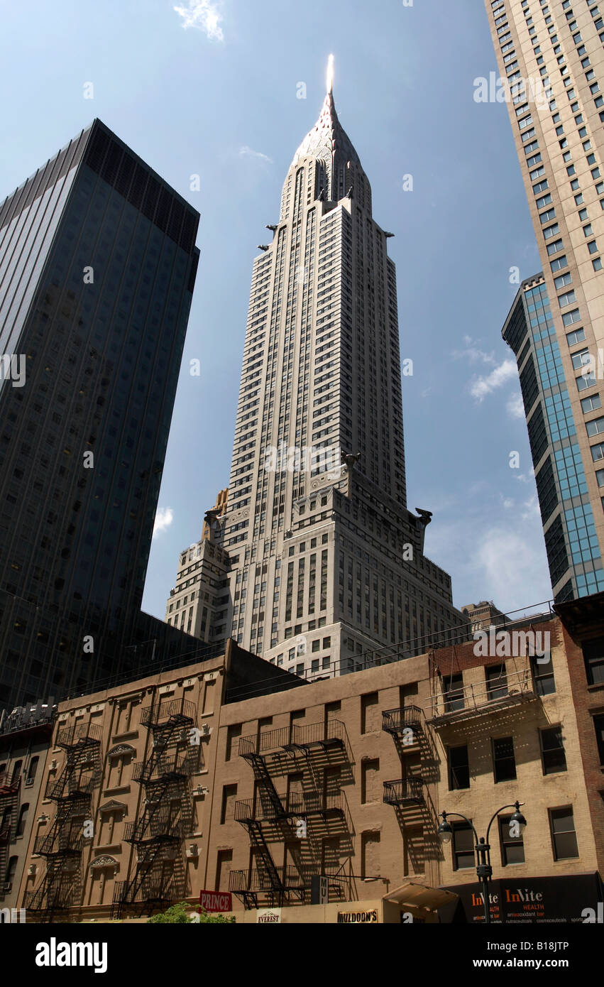 Chrysler Building with tenement building in the foreground, New York City - Stock Image