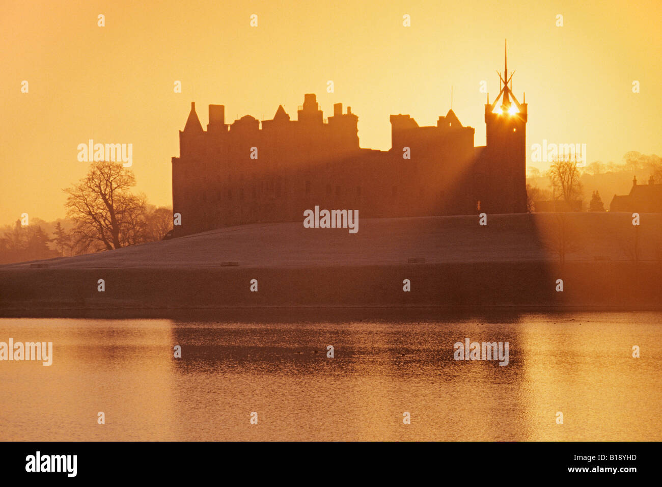 Linlithgow Palace Linlithgow Loch and St Michaels Church Stock Photo