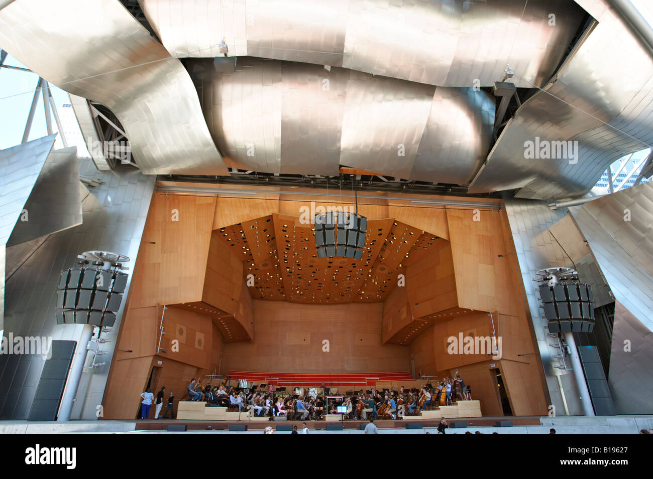 ILLINOIS Chicago Pritzker Pavilion modern architecture Frank Gehry curving steel panels Millennium Park stage - Stock Image
